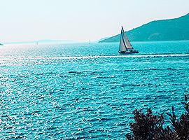 Segel der Sonne entgegen im Mittelmeer l sailwithus
