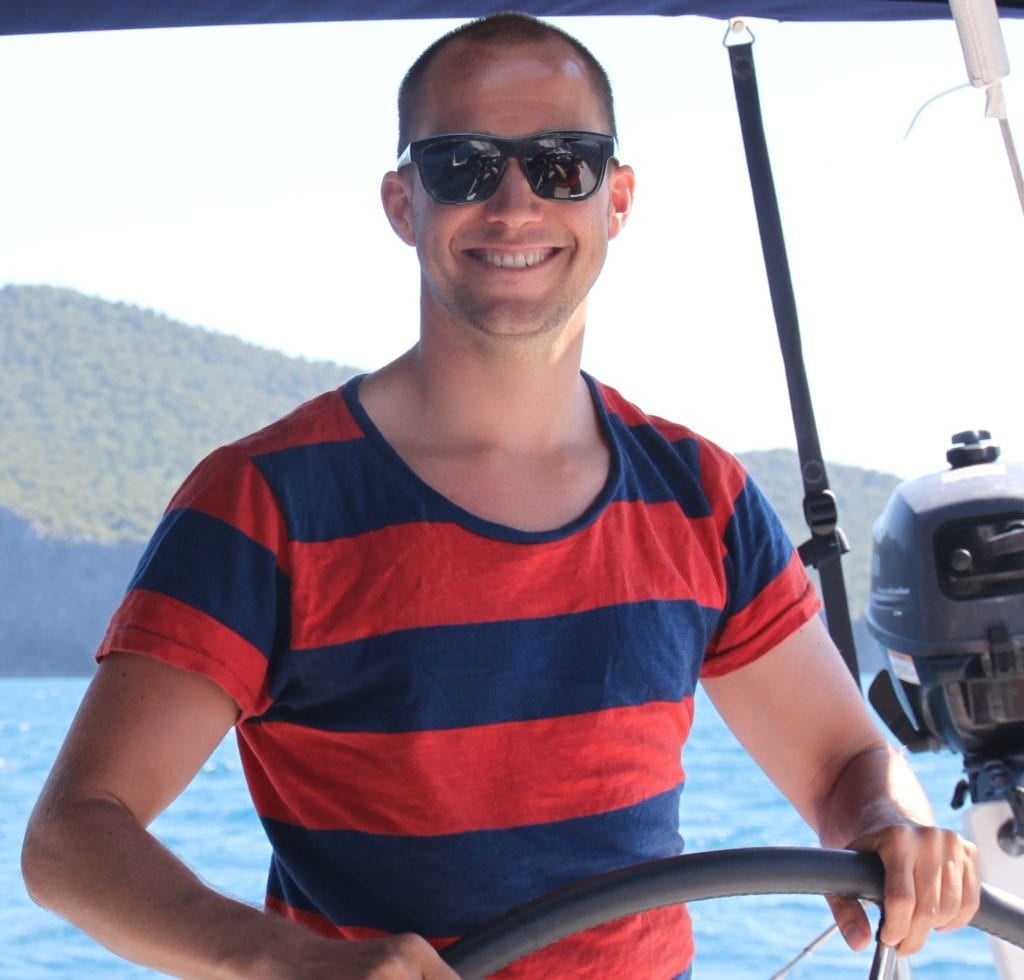 Carl ist Dreh- und Angelpunkt im sailwithus Team und koordiniert die Organisation aller Segeltörns, Segelreisen, Ausbildungen und Yachten
