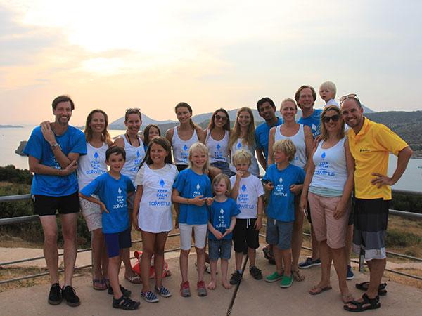 Gruppenselfie der Crew vom Familien Segeltörn im Mittelmeer