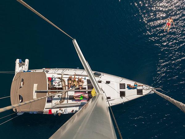 So genießt man das Leben an Bord einer Segelyacht | sailwithus