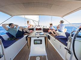 Entspannen auf modernen schönen Yachten