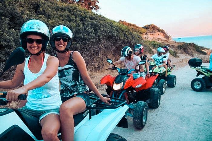 Ausflug mit Quadbikes als Gruppe in Griechenland auf Insel