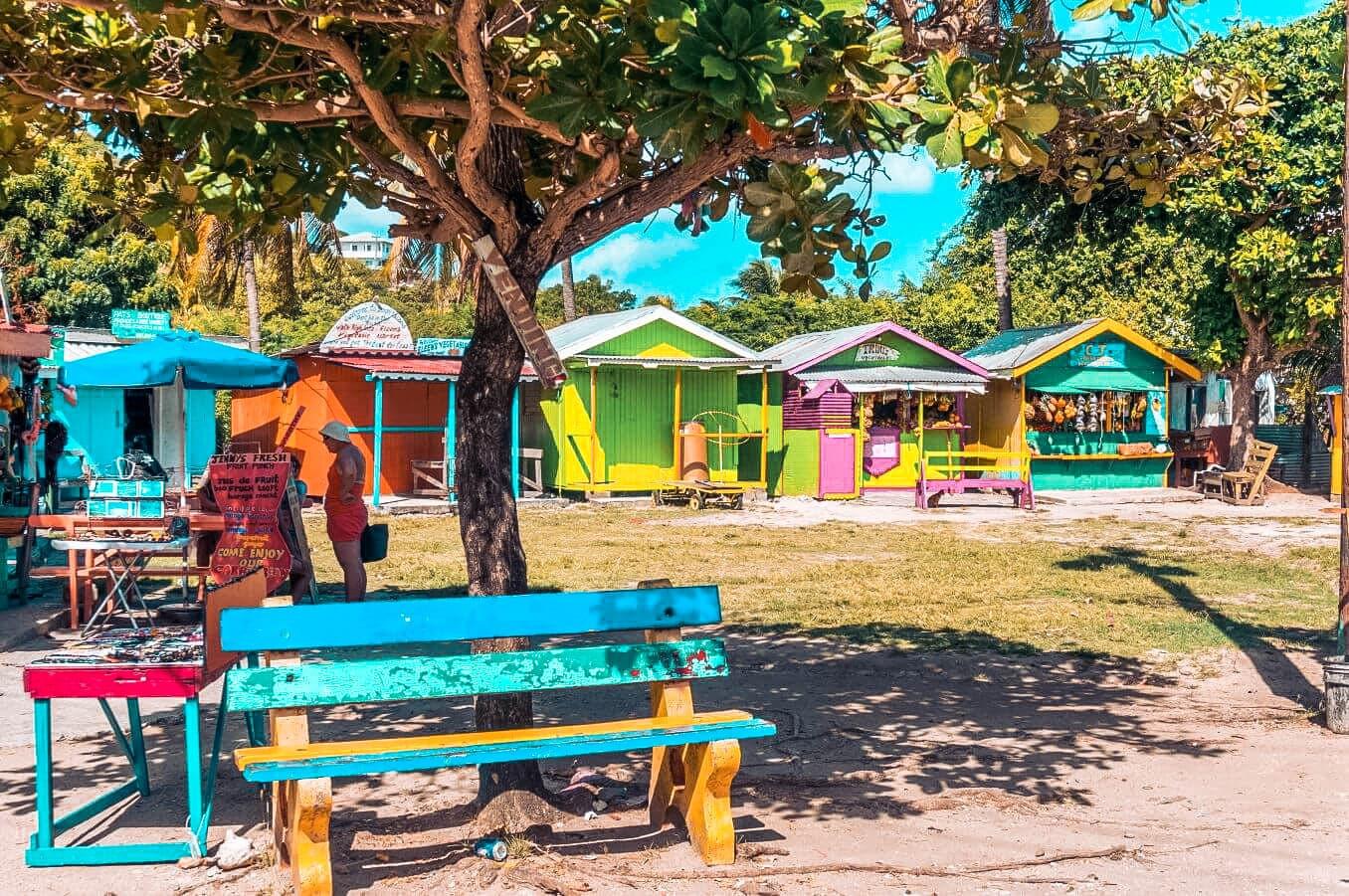 Städte erkunden, auf Märkte gehen in der Karibik
