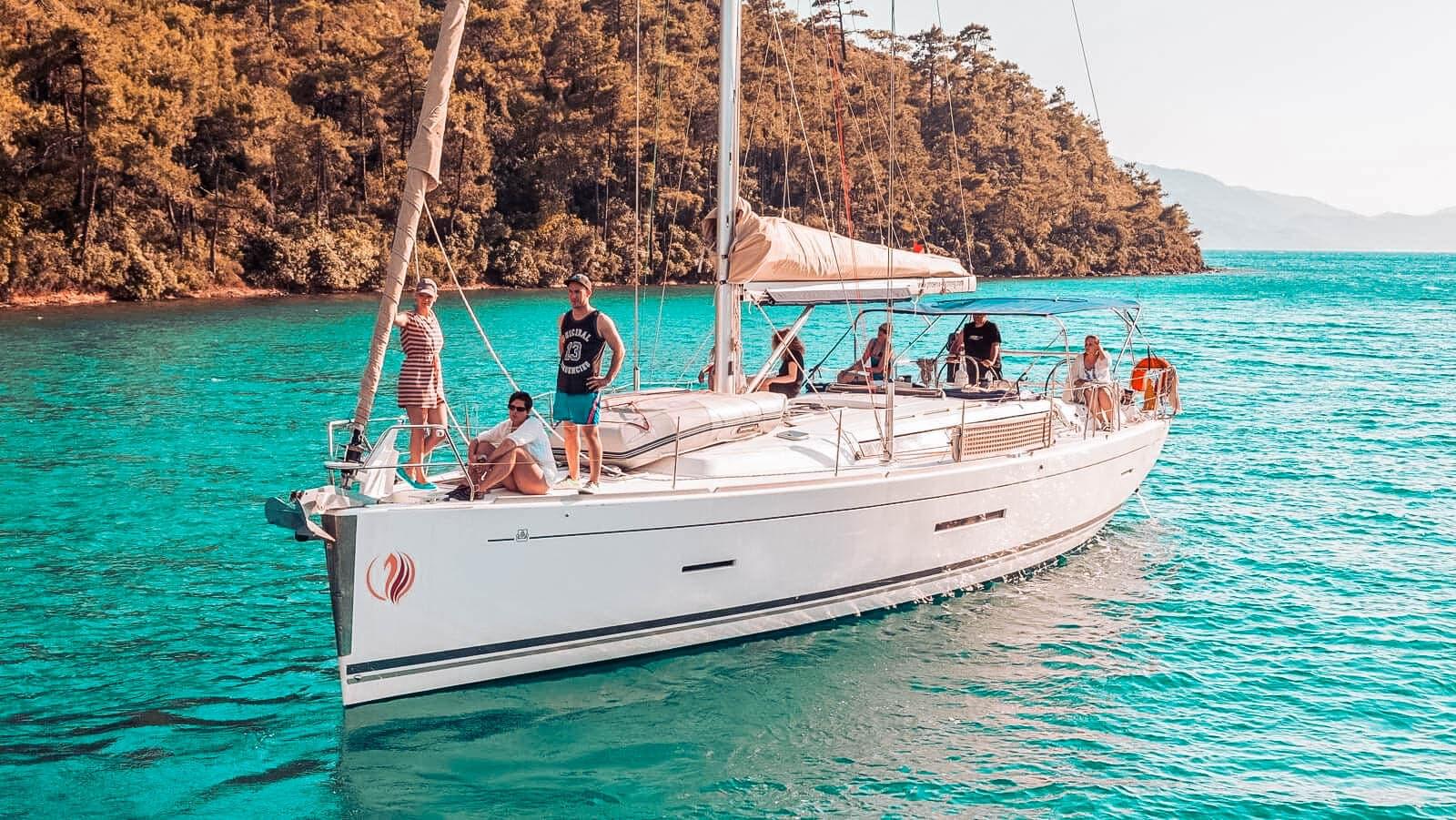 Entdeckt entlegene Buchten mit Eurer Segelyacht | sailwithus