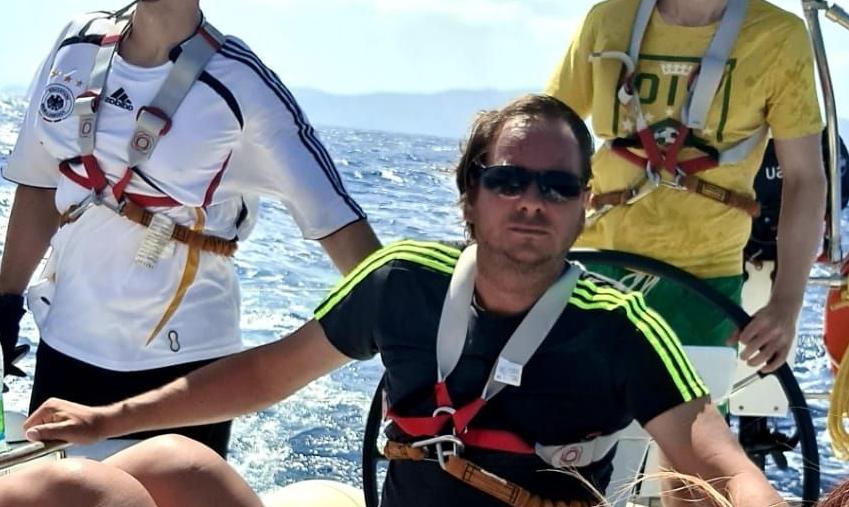 Skipper Thorsten in Aktion auf der Segelyacht