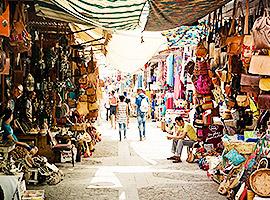 Schlendere über dem Bazar um einzigartige Souvenirs zu finden l sailwithus