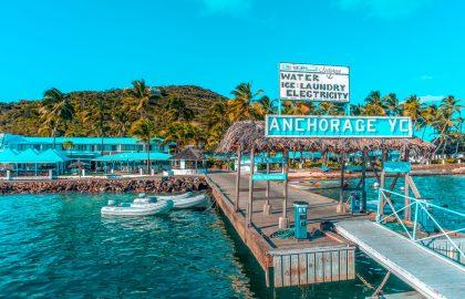 Kleine Marina in der Karibik, idealer Stopp für eine Segelreise in der Karibik