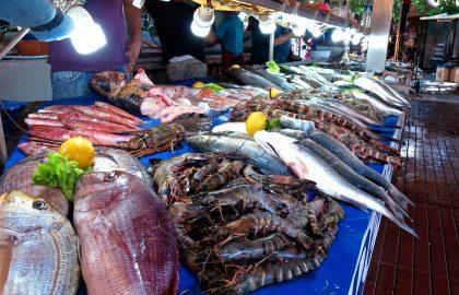 Fischmarkt mit frischen Fisch aus dem Mittelmeer