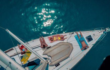 Crew Relaxen auf der Segelyacht Türkei