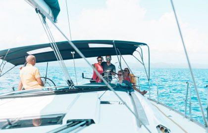 Funsegeln auf dem Mittelmeer vor Sardinien, sailwithuslife
