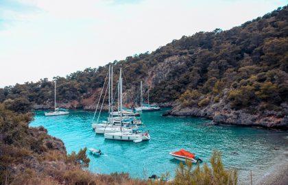 Versteckte Buchten auf der Yacht entdecken Türkei