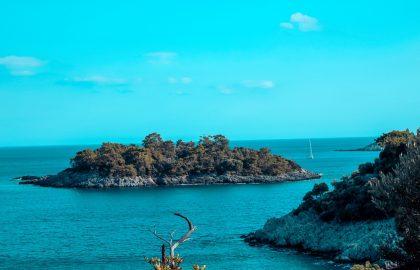 Türkises Wasser und kleine Inseln Türkei