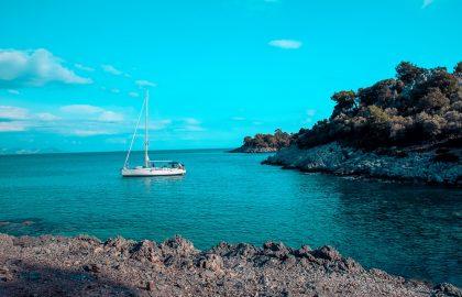 Segelyacht in schöner Bucht Türkei