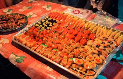 Die bunte und vielfältige thailändische Küche verwöhnt alle Mitsegler beim Segeln in Thailand