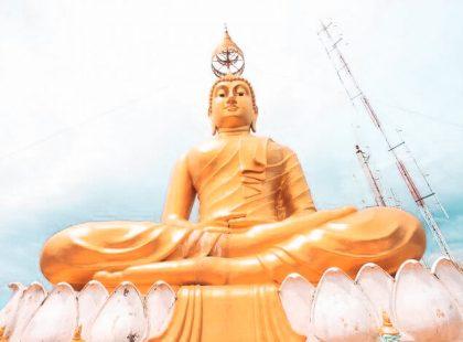 Riesige goldene Buddha Statue in Thailand auf Segeltörn entdecken