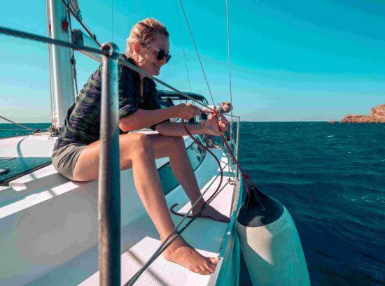Die Kombination aus Segeln, Baden und Ausflügen machen die Segeltörns im Mittelmeer so besonders