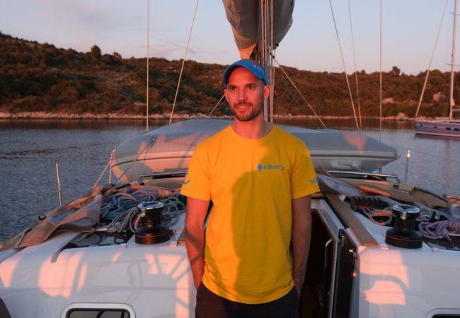 Skipper Carl auf Segelyacht