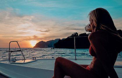 Sun-Downer auf der Yacht zum Sonnenuntergang in der Karibik genießen, sailwithuslife