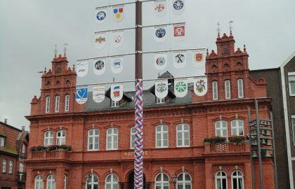 Rathaus Heiligenhafen, Stadtbesichtung auf dem Segeltörn Ostsee