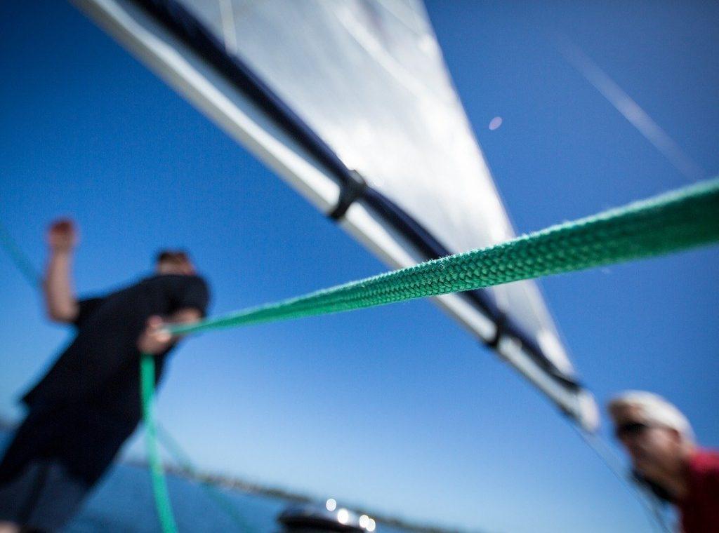 Grüne Leine auf der Yacht in der Ostsee, tolle Segelreise