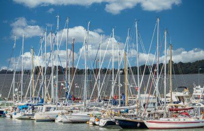 Yachthafen mit Segelbooten in der Ostsee